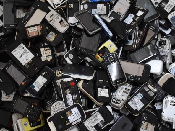 tas-de-gsm-sans-batteriepret-au-recyclageadbdsc0051web